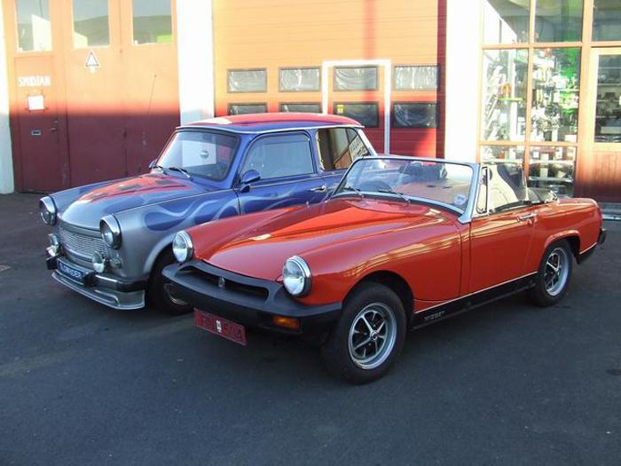 Jón Baldur´s Trabant next to our Midget part of the family as well as a few VW